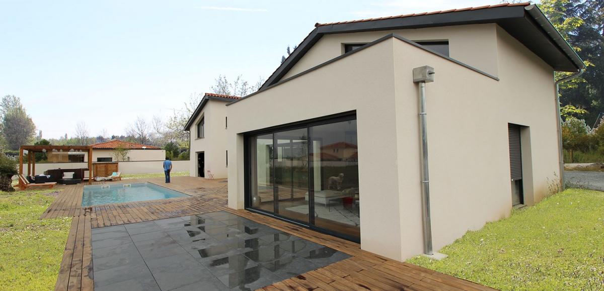 Maison à passerelle vitrée : maison-contemporaine-architecte-fenetre-trapeze-toulouse-8
