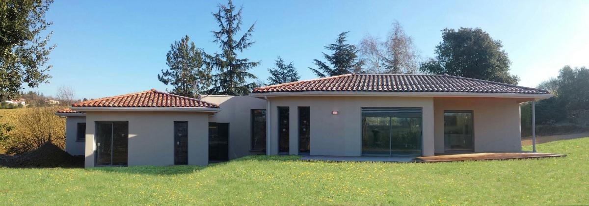 Maison contemporaine à patio d\'entrée à Toulouse : une ...
