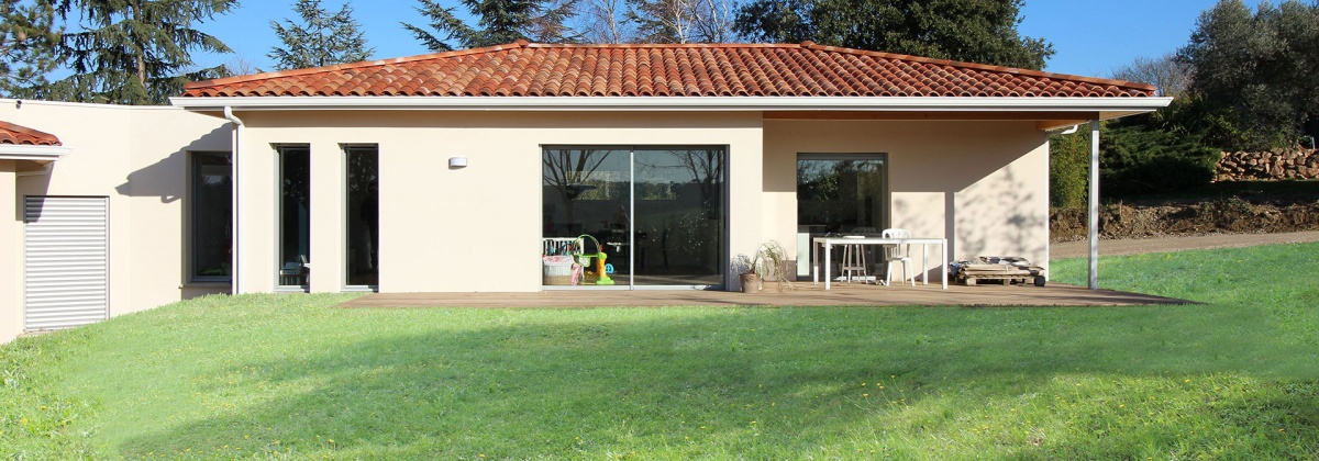 Maison contemporaine à patio d\'entrée à Toulouse : une réalisation ...