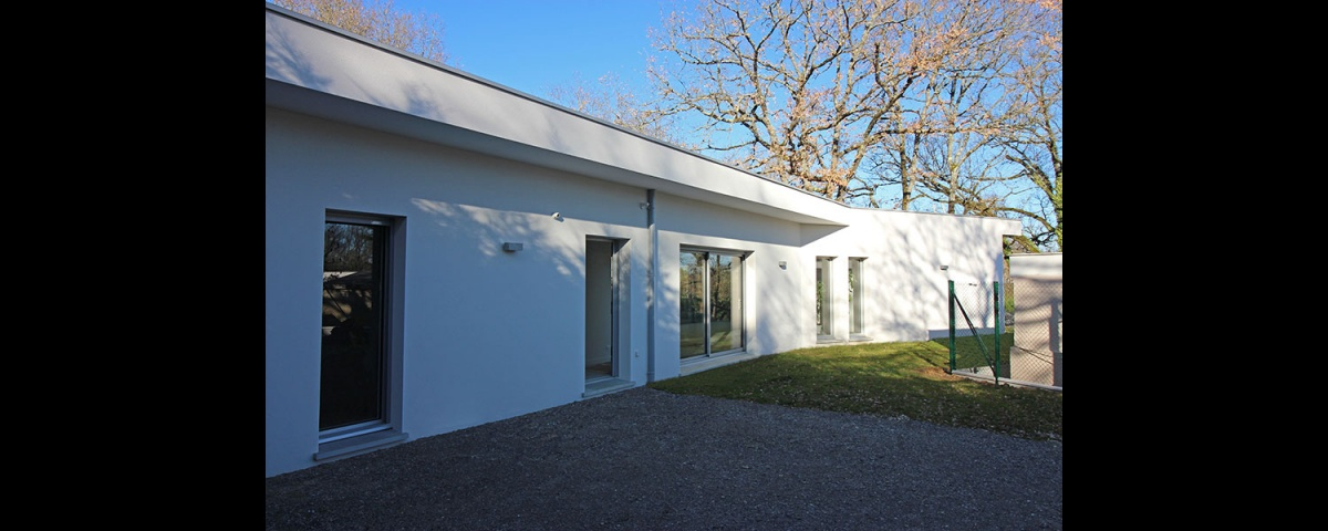 Maison dans la forêt : maison-contemporaine-traversante-dans-les-bois-6