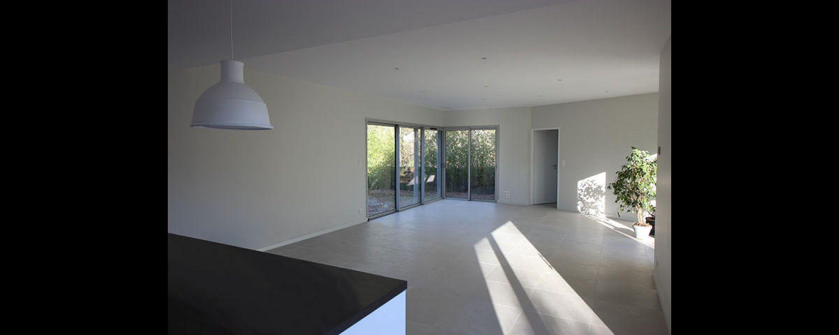 Maison dans la forêt : maison-contemporaine-traversante-dans-les-bois-9