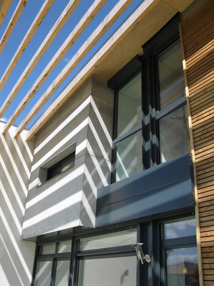 Maison bioclimatique t.h.p.e. : façade ouest