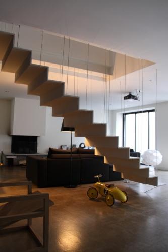 Transformation d'un atelier en loft à Toulouse : loft snaky escalier en beton ductal 2