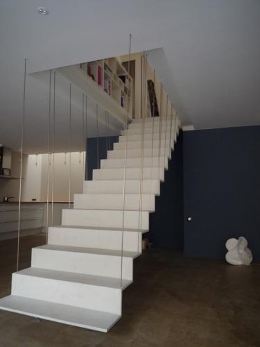 Transformation d'un atelier en loft à Toulouse : loft snaky escalier en beton ductal 3