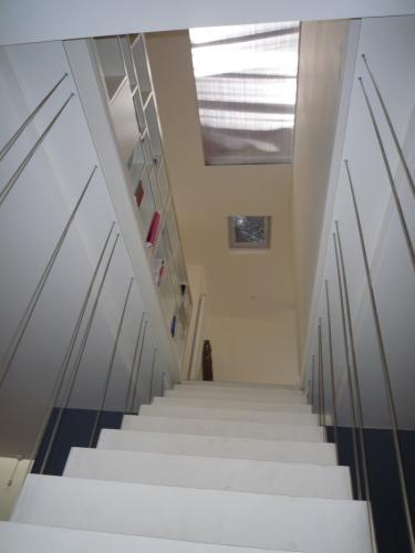 Transformation d'un atelier en loft à Toulouse : loft snaky escalier en beton ductal 4