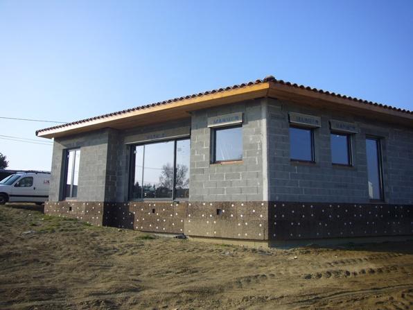 Maison bioclimatique G (31) : toiture et menuiseries