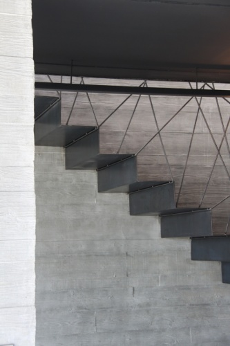 maison noire de b ton et d 39 acier maison r solument contemporaine au coeur de lauzerville 31. Black Bedroom Furniture Sets. Home Design Ideas