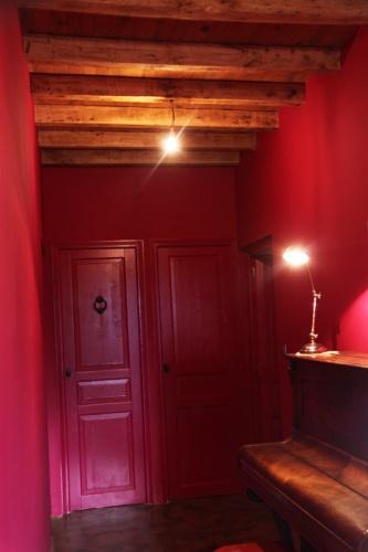 Rénovation espace cuisine/séjour dans vieille ferme à l'esprit rustique.