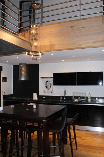 architectes r novation lourde d 39 une maison de village. Black Bedroom Furniture Sets. Home Design Ideas