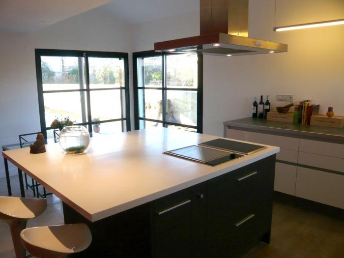 Villa contemporaine à Toulouse : cuisine maison contemporaine architecte ecole boulle