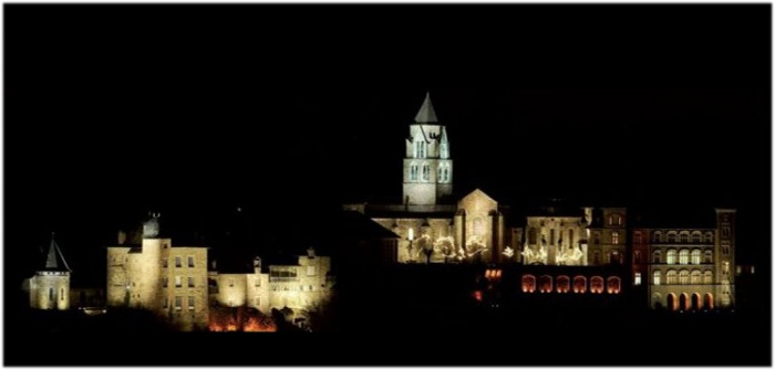 Uzerche - Panorama de nuit.jpg
