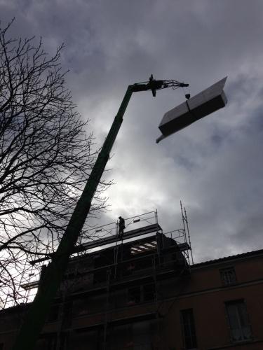 Surélévation d'un immeuble à Toulouse : livraison escalier 2.jpg