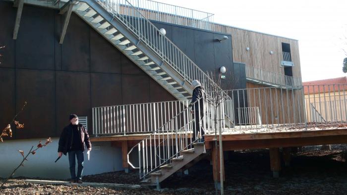 Réhabilitation des thermes d'Encausse en lieu de résidence pour les arts publics : 04Platelage EXT rond