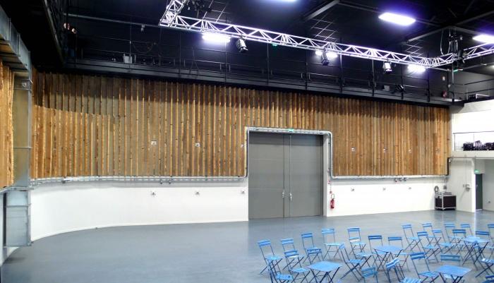 Réhabilitation des thermes d'Encausse en lieu de résidence pour les arts publics : Intérieur salle finie 03