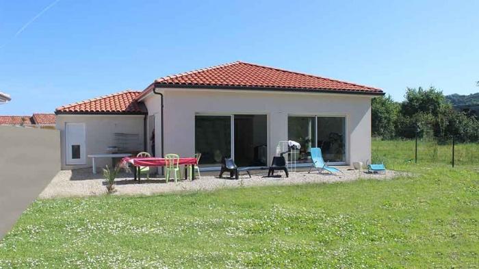 Maison contemporaine avec mezzanine et charpente apparente : construction-maison-avec-mezzanine-et-vide-sur-sejour-toulouse-8
