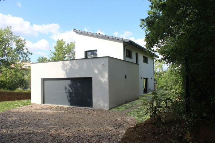 Architectes maison contemporaine toit monopente sur terrain en pente rouffiac for Photo maison contemporaine sur terrain en pente