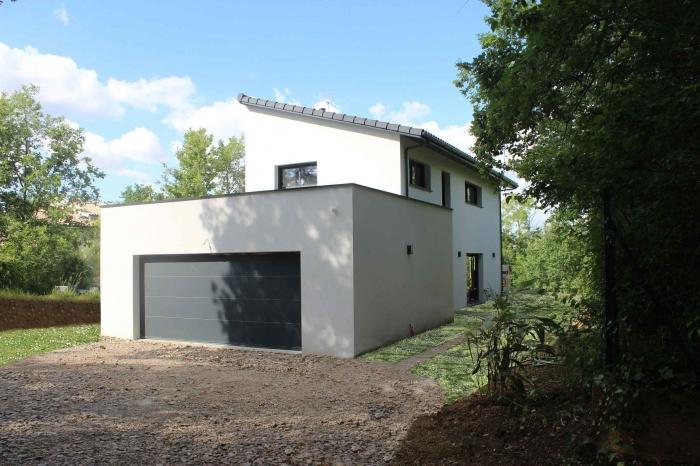 Maison contemporaine toit monopente sur terrain en pente for Maison sur terrain pentu