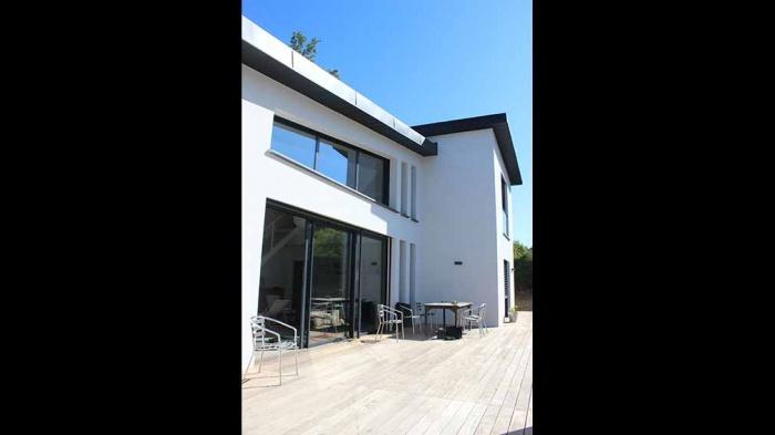 Maison dans les bois : maison-contemporaine-grandes-baies-vitrees-toit-zinc-toulouse-2