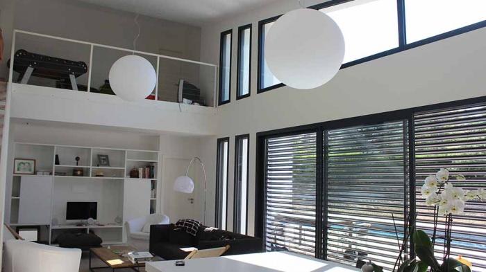 Maison dans les bois : maison-contemporaine-grandes-baies-vitrees-toit-zinc-toulouse-3