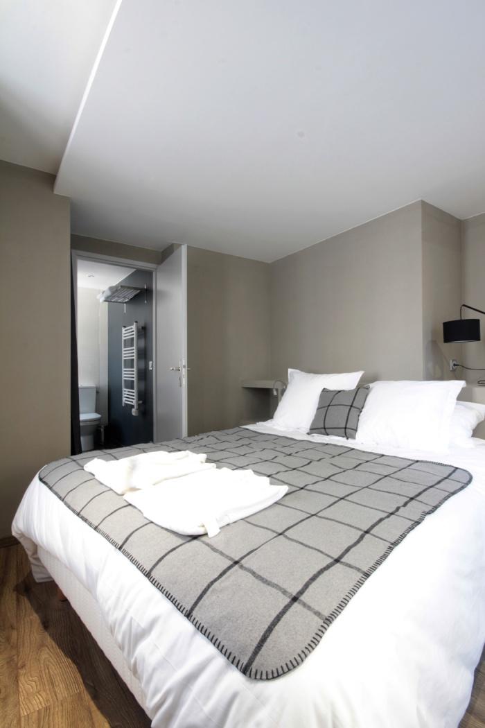 Le Clos Saint Louis : chambre lit double