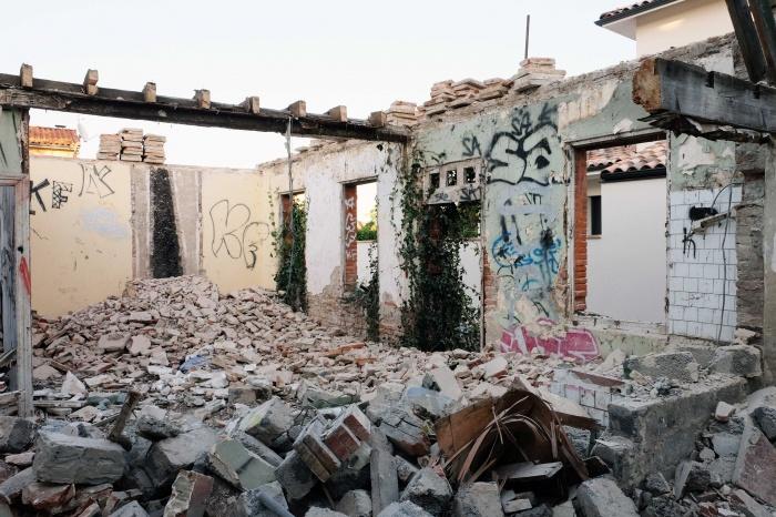 Début du chantier / démolition des parties dangereuses de la ruine