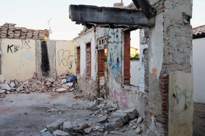 Fin de démolition, récupération des briques foraines