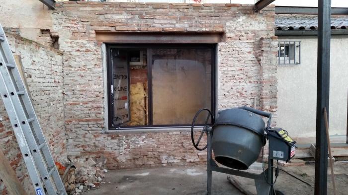 Mise à nu de la brique & ouverture de la chambre