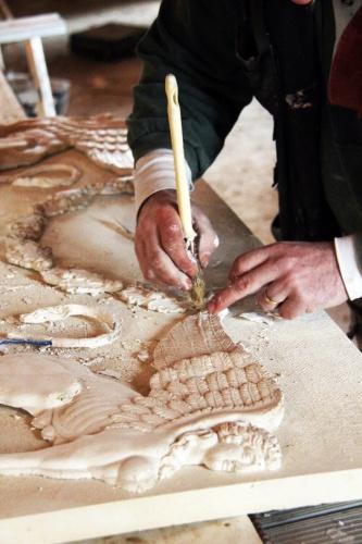 Réhabilitation du Chateau de Drudas : Les mains du staffeur.JPG