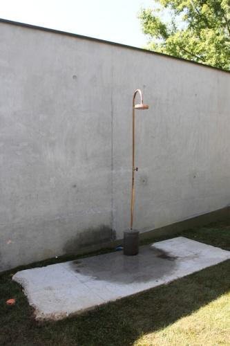 Maison P1 : douche extérieure