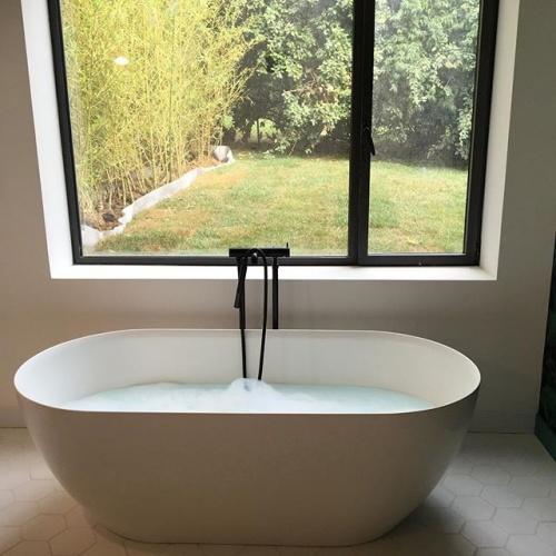 Maison P1 : concrete house - baignoire V&G